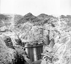Loved traveling thru the desert when I was a child. Bolder dam was built during the depression and later called Hoover Dam. Hoover Dam Construction, Desert Plants, Travel Set, Historical Pictures, Bouldering, Great Photos, Nevada, Las Vegas, Depression