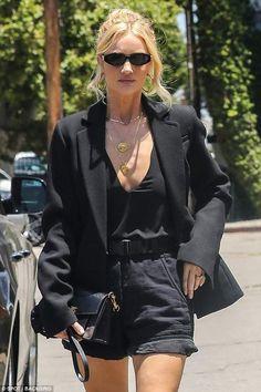 Rosie Huntington-Whiteley se déshabille à Los Angeles Fashion Mode, Fashion Killa, Look Fashion, Fashion Outfits, Womens Fashion, Modest Fashion, Fashion Tips, Outfit Look, All Black Outfit