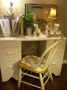 Cute desk...(from Cherry Hill Cottage)