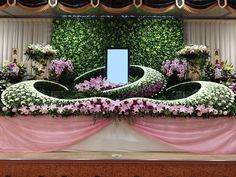 菊ベース祭壇 Funeral Floral Arrangements, Table Flower Arrangements, Table Flowers, Buddha Flower, Flower Decorations, Wedding Decorations, Funeral Planning, Wedding Stage, Arte Floral