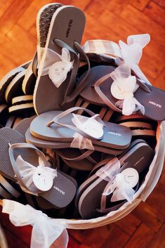 Love this idea! Flip flops for your guests tied up with ribbon and the size on an adorable little tag ♥