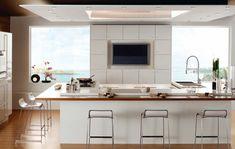 cocina moderna con diseño en blanco y madera