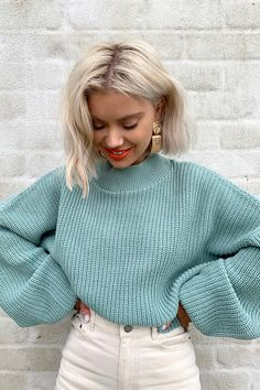 Order the Laura Jade Light Green Cropped Balloon Sleeve Jumper from In The Style. Shop today with next day delivery available until Winter Fashion Outfits, Fall Winter Outfits, Look Fashion, Autumn Winter Fashion, Fashion Women, Fashion Tips, Fashion Design, Mode Ootd, Vetement Fashion