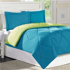 Love this comforter & colors.