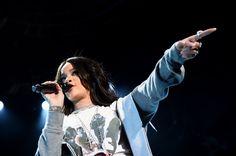 9 figurinos marcantes da Rihanna