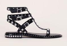 Sandales montantes Poison Ash en cuir noir clous carrés métal argenté