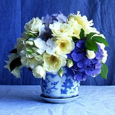 Beautiful Blue And White Floral Arrangement Use Some Of These Types Flowers In My Bathroom