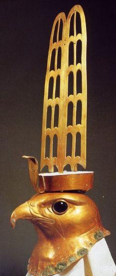 cabeza de oro del dios Horus, hallada en Hieracónpolis.