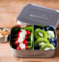 LunchBots are stainless steel lunch and snack containers that are better for the environment. Both the container and the lid are made from the highest quality, 18/8 stainless steel. LunchBots are safe, eco-friendly, and durable. The LunchBots Uno is
