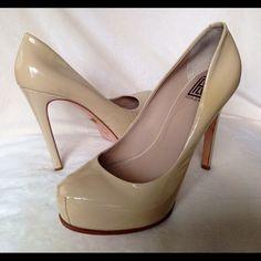"""Pour La Victoire Pumps Patented Platform size 8 Platform pumps by Pour La Victoire heel at 5"""" with 1"""" platform Pre loved size 8 Pour la Victoire Shoes Heels"""