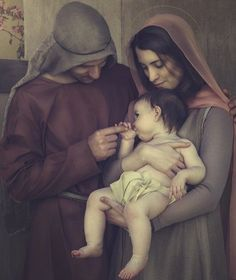 Today we pray for the families  Tag your family and pray for them  Prayer:  Heavenly Father you have given us the model of life in the Holy Family of Nazareth. Help us O Loving Father to make our family another Nazareth where love peace and joy reign.  Amen  #Pray4Pray #catholic #family #familia #catolica #vatican #HolyFamily #MotherTeresa @kristyn_brown_photo by vaticansite