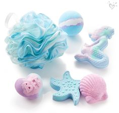 Ocean-inspired bath bombs for summer-loving girls. I want the mermaid one SO MUCH! Mode Kawaii, Justice Accessories, Bath Bomb Sets, Mermaid Room, Lush Bath, Bath Toys, Toys For Girls, Tween Girls, Up Girl