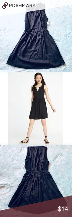 NWT Old Navy Fit   Flare Sleeveless Smocked Dress Adorable dress from 2018 Old  Navy collection d48e1bbd8eb7