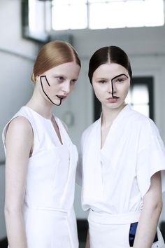 Love this editorial runway beauty look Makeup Art, Beauty Makeup, Hair Beauty, Graphic Makeup, Art Visage, Runway Makeup, Ex Machina, Poses, Creative Makeup