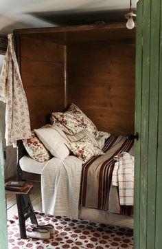 Cozy box bed