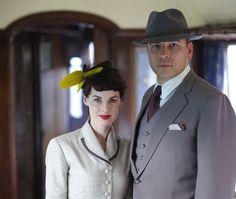 Jessica Raine en David Walliams als Tuppence en Tommy Beresford in de serie 'Partners in Crime' (Agatha Christie).