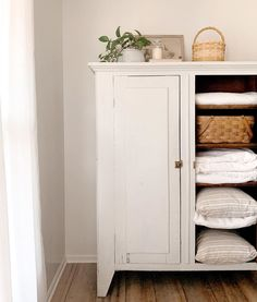 Hygge Home, Room Additions, Cute House, Roomspiration, Lausanne, Cupboard Storage, Modern Farmhouse Style, Home Decor Furniture, Simple House