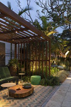 Backyard Patio Gazebo Living Spaces 33 Ideas For 2019 Patio Bar, Patio Gazebo, Backyard Fences, Small Patio Design, Backyard Patio Designs, Bluestone Patio, Concrete Patio, Outdoor Rooms, Outdoor Living