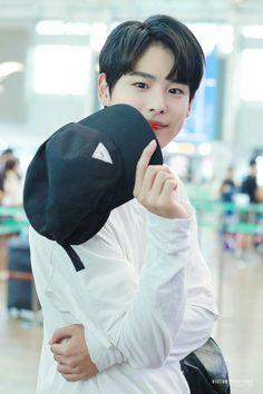 Cute Korean Boys, Korean Men, Asian Men, Korean Tv Shows, Love My Kids, Fans Cafe, Kpop, My Prince, Dimples