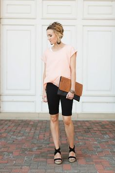 Retire Your Short-Shorts for the Bermuda Variety This Spring Short Outfits, Summer Outfits, Casual Outfits, Cute Outfits, Bermuda Shorts Outfit, Modest Shorts, Summer Shorts, Comfy Shorts, Flowy Shorts