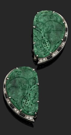 A pair of Art Deco gold, carved jade, rose-cut diamond and calibré onyx clip brooches. 4cm long. #ArtDeco