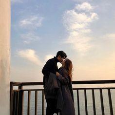✔ Couple Ulzzang Korean Date Photo Couple, Love Couple, Couple Goals, Cute Relationship Goals, Cute Relationships, Cute Couple Pictures, Couple Photos, Style Ulzzang, Parejas Goals Tumblr