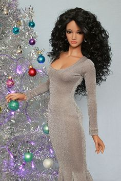 Prego: Lahela has picked out her dress for New Year's Eve...