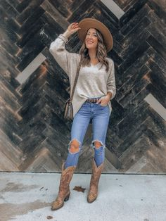Houston Rodeo Outfits Houston are you ready to Rodeo? You've got the tickets booked now you just need the perfect outfit! I'm covering five Houston Rodeo approved outfits. Cute Cowgirl Outfits, Western Outfits Women, Cowboy Boot Outfits, Rodeo Outfits, Chic Outfits, Outfits With Boots, Summer Boots Outfit, Cowgirl Dresses, Country Music Outfits