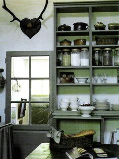 maisons cote est // pantry