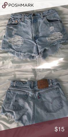 Levi's denim Shorts Light wash, zip up jean shorts with frayed bottom, super comfy Levi's Shorts Jean Shorts