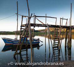 Maravillosos muelles-palafito en la desembocadura del Nalón.  #Muros del Nalón #angula #asturiaspordescubrir