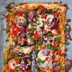 Tomato and Pesto Filo Pizza recipe. For the full recipe, click the picture or vi. Tomato and Pesto Filo Pizza recipe. For the full recipe, click the picture Dinner Party Recipes, Vegetarian Recipes Dinner, Veggie Recipes, Cooking Recipes, Healthy Recipes, Vegetarian Pizza, Hamburger Recipes, Ham Recipes, Dinner Ideas
