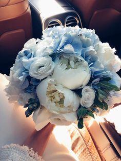 Planning A Fantastic Flower Wedding Bouquet – Bridezilla Flowers Blue Wedding Flowers, Bridal Flowers, Flower Bouquet Wedding, Wedding Colors, Bride Bouquets, Floral Bouquets, Bella Wedding, Dream Wedding, Wedding Themes