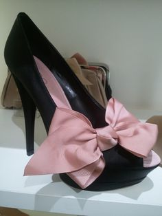 Aldo peep-toed bow heels I saw today. Love.