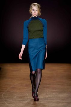 Discover previous Paul Smith catwalk collections including show films, detailed write-ups and a complete archive of show looks. Ny Fashion Week, World Of Fashion, How To Purl Knit, Knit Purl, Catwalk Collection, Street Outfit, Office Fashion, Paul Smith, Dress Me Up