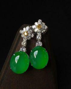 @margueritecaicai. Earrings #jade #jadeite #gem #jewellry #jewelry