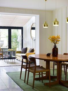 Salón-comedor de una casa de estilo retro-moderno en Notting Hill