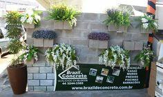 Parede criada para instalação de um jardim vertical na Expoingá 2015.