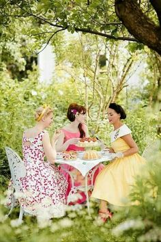 Dress the part for your adult tea party! Take your pick from one of these gorgeous retro party dresses. Glamour Hollywoodien, Hollywood Glamour, Afternoon Tea Parties, Afternoon Delight, My Cup Of Tea, Spring Garden, Vintage Tea, Vintage Party, Retro Party