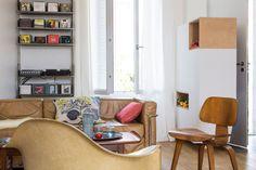 Un salon vintage signé par de grands noms du design Piece A Vivre, Architecture, Corner Desk, Grands Noms, Studio, Furniture, Design, Home Decor, Decoration