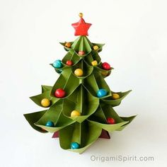 如何做一個摺紙聖誕樹後的圖像