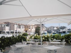 Large outdoor umbrellas made in Italy. The Dehor Collection from Poggesi is perfect for large spaces, iesigned for efficiency & ease of operation.