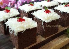 Sponge Cake Coklat Potong Resep Sponge Cake, Resep Cake, Cake Cookies, Cupcake Cakes, Bolu Cake, Blackberry Cake, Chocolate Garnishes, Marble Cake, Bread Cake