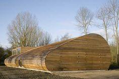 Debido a la necesidad de trasladar una población de 80 ovejas en la ciudad holandesa de Almere, fueron contactados los arquitectos de 70F con...