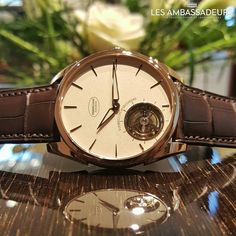 This is the Tonda 1950 tourbillon from Parmigiani. What a beauty! The tourbillon which runs with a frequency of 3 Hz is placed at 7 o'clock. It gives you a personal detail from Mr. Michel Parmigiani because he was born at 19:08.  #parmigiani #lesambassadeurs #lesambassadeurslucerne #lesambassadeurswatches #tonda #wristwatch #tourbillon #watchporn #fleurier #classic #hautehorlogerie #rosegold #luxury #swisswatches #swissmade @parmigianifleurier @watchanish @watchmania by…