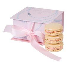 Les macarons de Mikimoto x Ladurée http://www.vogue.fr/mariage/adresses/diaporama/les-macarons-de-mikimoto-x-ladure/19800#2