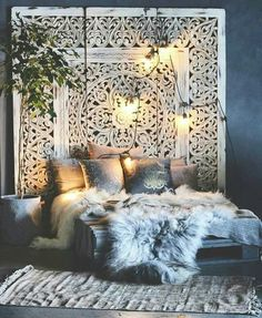 Boho bedroom furs Gawd, do I ever love this lush, bohemian chic bedroom! The won - burcu kaya - - Boho bedroom furs Gawd, do I ever love this lush, bohemian chic bedroom! The won - burcu kaya Boho Bedroom Decor, Cozy Bedroom, Dream Bedroom, Decor Room, Bedroom Ideas, Bedroom Inspiration, Modern Bedroom, Bedroom Designs, Bedroom Bed
