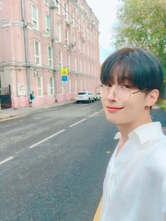 [m/t] the devil works hard, but Han Seungwoo works harder. The Voice, Spirit Fanfics, Foto Poster, No Name, My Daddy, Wonwoo, Kpop Boy, Handsome Boys, Boyfriend Material