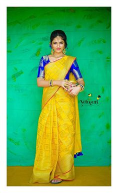 Where To Find Simple (& Stylish) Blouse Designs for Daily Wear Seda Sari, Saree Color Combinations, Indian Bridal Sarees, Wedding Sarees, Stylish Blouse Design, Designer Silk Sarees, Yellow Saree, Silk Saree Blouse Designs, Simple Sarees