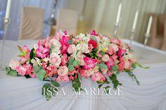 aranjament floral masa mirilor nasilor din flori roz | par IssaMariage